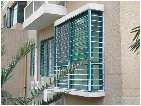 阳台防盗窗是装隐形的好还是不锈钢的?