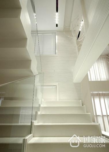 白色现代风格复式楼欣赏楼梯间