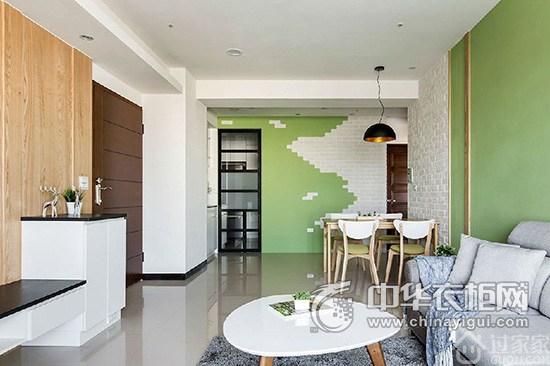 在电视墙的设计上,以温润的木皮做包覆,加上切割的沟缝线条,增添时尚