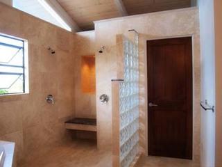 第一次安装卫生间隔断门材料怎么选?求解答!