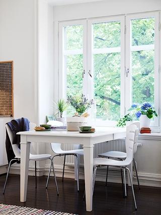 清新白色公寓欣赏餐厅