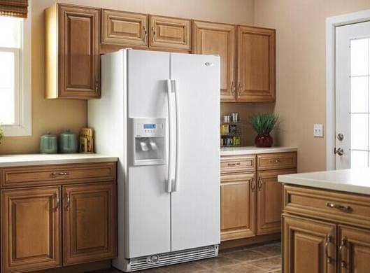 如何找到冰箱的最佳摆放位置?