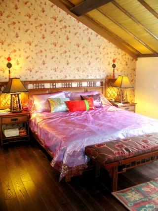 东南亚别墅装修卧室床头