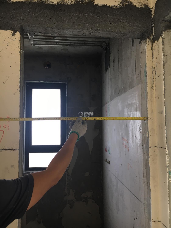 家装电路放线开槽施工现场
