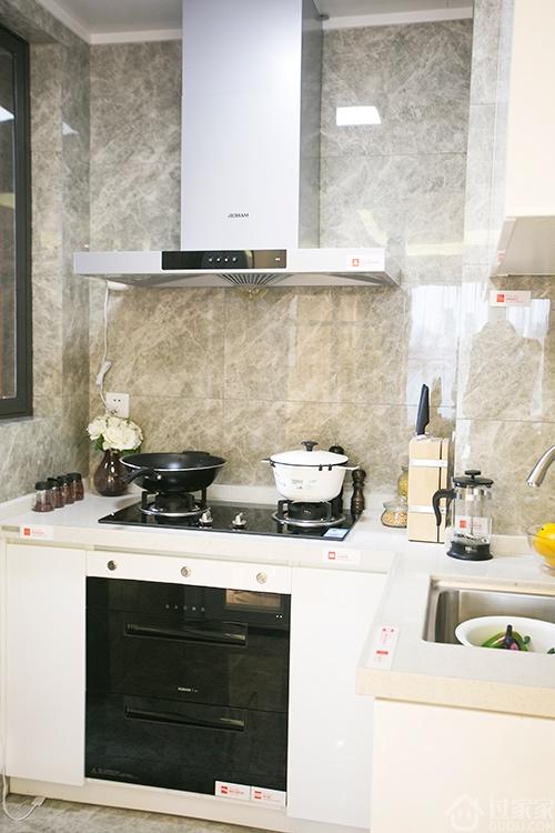 深圳龙岗朗泓•龙园大观2室2厅一厨一卫 简洁北欧风