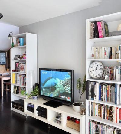 电视是挂墙的好,还是底座的好?