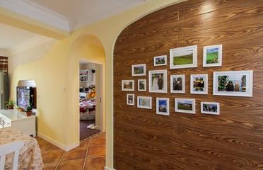 打造田园般生活 唯美客厅照片墙装饰图