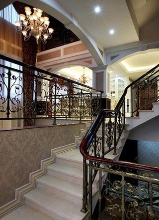 230平奢华欧式效果图欣赏楼梯间