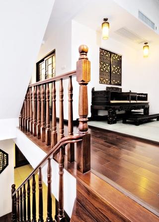 复古原木楼梯装修图
