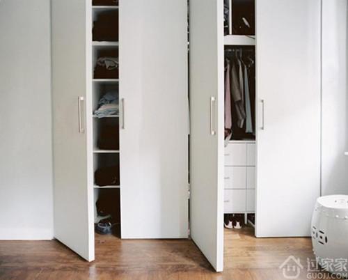 该为卧室大件家具安装推拉门还是平开门?