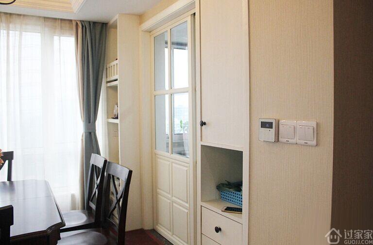 卧室柜子装修成书桌节省空间
