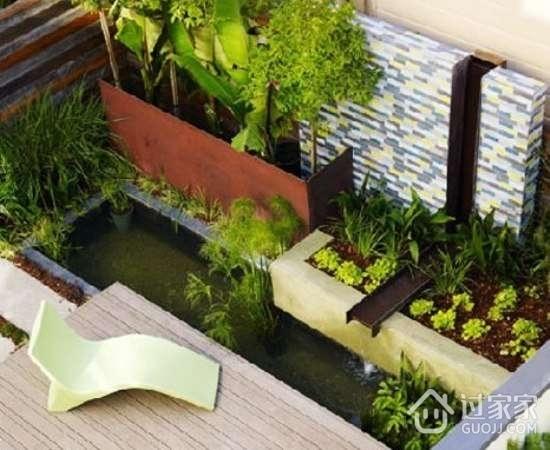 阳台空间只要规整有序,合理布局,就能成就一番不小的缤纷菜园。方形水泥砌的小菜园,安置上想要的植物蔬菜,中心位置还不忘了休闲场所的打造,简单户外家具的添置让空间又多了一种可能性。有植物有水,这样有灵气的大阳台,打造成菜园自然是妥妥的。   小编点评:闲暇无事在阳台上种菜真的是别有一番风味,可以缓解心理压力,享受自然,体验生活,感受慢节奏的生活,这些阳台菜园可以帮助我们一一实现。希望以上分享的内容大家能够喜欢,想要了解更多阳台菜园的内容,请继续关注过家家装修网。