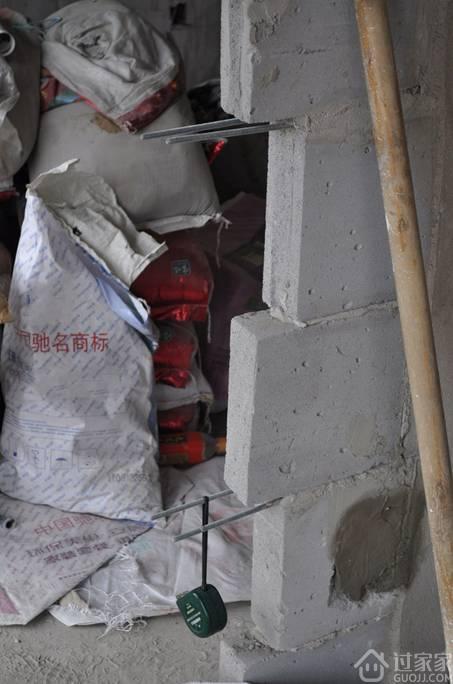 如何处理新旧墙之间的裂缝