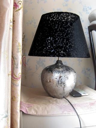 72平现代两居室欣赏卧室灯