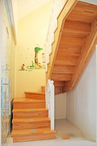 124平田园温馨复式欣赏楼梯间