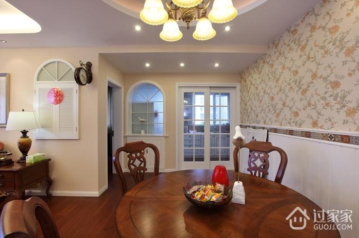 美式风三居室雅居欣赏餐厅餐桌设计