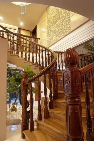 225平中式别墅欣赏楼梯间
