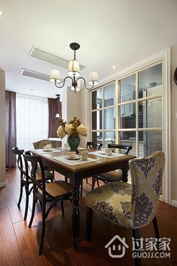 97平美式三居室欣赏餐厅餐桌设计