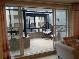 美式风温馨三居欣赏阳台设计