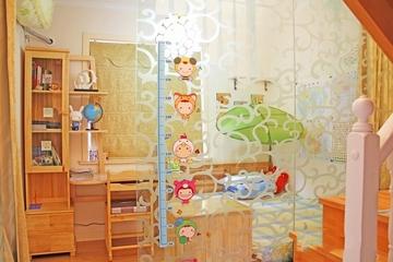 124平田园温馨复式欣赏儿童房