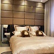 80平三居室现代风欣赏卧室软包背景墙