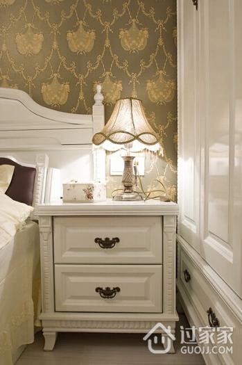 混搭风格卧室床头柜装饰图 舒适随意