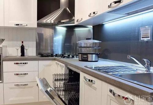 厨房墙面如何清洁与保养 哪些厨房墙面材料耐脏又好看