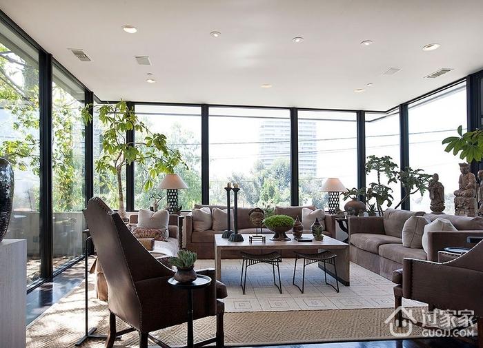 客厅透明玻璃窗户