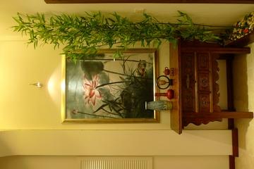 卧室荷花挂画背景墙