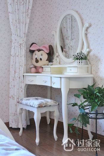 117平白色美式三居欣赏卧室梳妆台