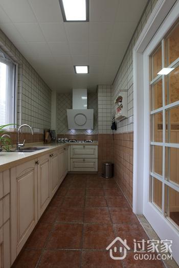美式风三居室雅居欣赏厨房吊顶