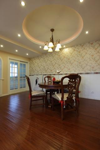 美式风三居室雅居欣赏餐厅吊顶设计