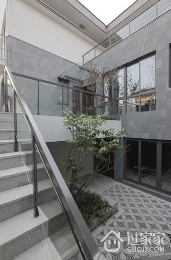 白色现代230平别墅欣赏庭院