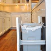 现代风格厨房橱柜装修效果图