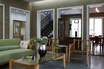 中式装修风格客厅博古架