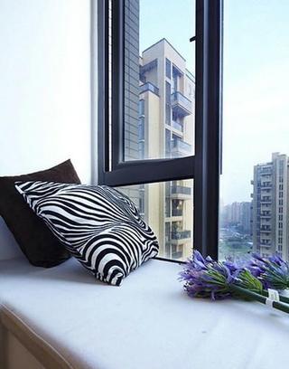 82平现代婚房两居室欣赏卧室飘窗