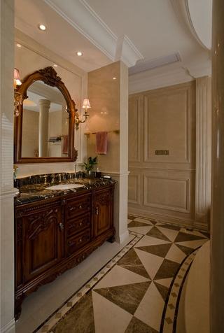 300平豪华法式别墅欣赏卫生间