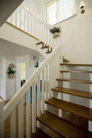 125平地中海复式楼欣赏楼梯间