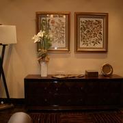 豪华欧式风格卧室墙面有框挂画