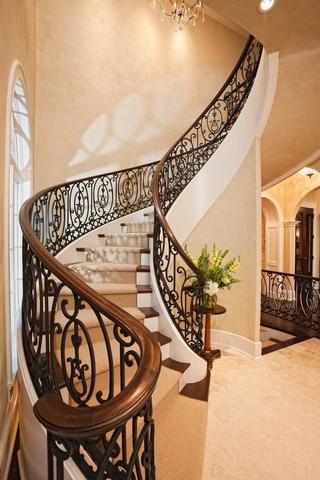 法式别墅套图欣赏楼梯设计