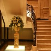 欧式风格别墅设计楼梯花艺摆件