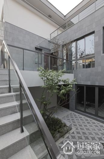 白色新中式别墅欣赏庭院