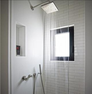 灰色空间现代住宅欣赏卫生间窗户