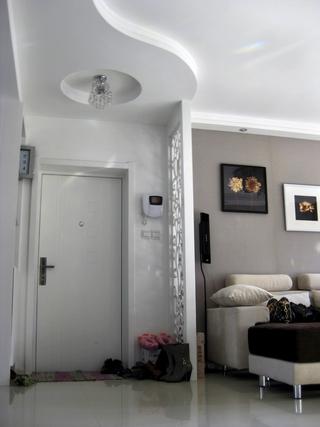 72平现代两居室欣赏玄关吊顶
