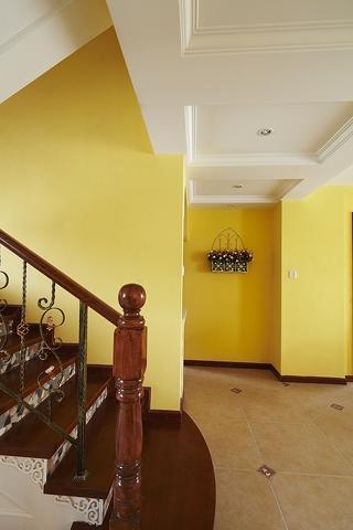 155平混搭别墅欣赏楼梯间
