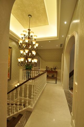 美式别墅二楼过道装修效果图