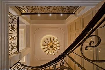 300平豪华法式别墅欣赏楼梯间设计
