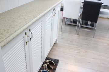 白色现代风三居欣赏鞋柜
