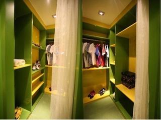 绿色环保简约小屋欣赏衣帽间