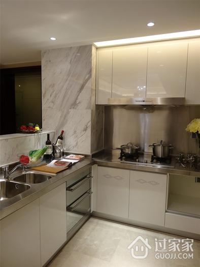 现代时尚厨房橱柜装修效果图